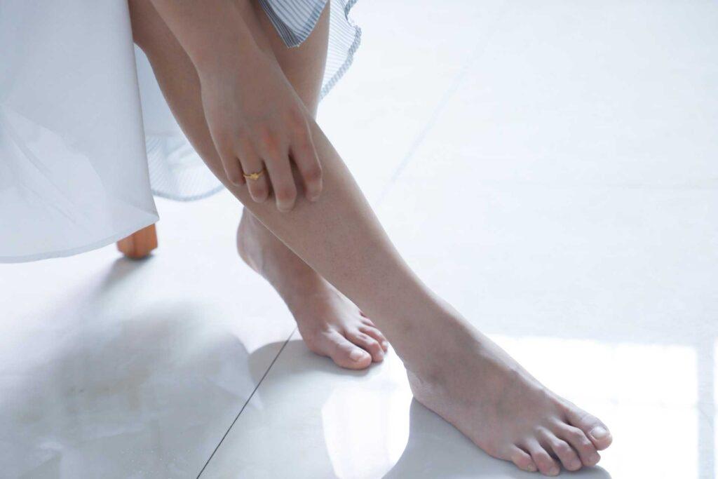 علت خارش و زخم شدن روی پا